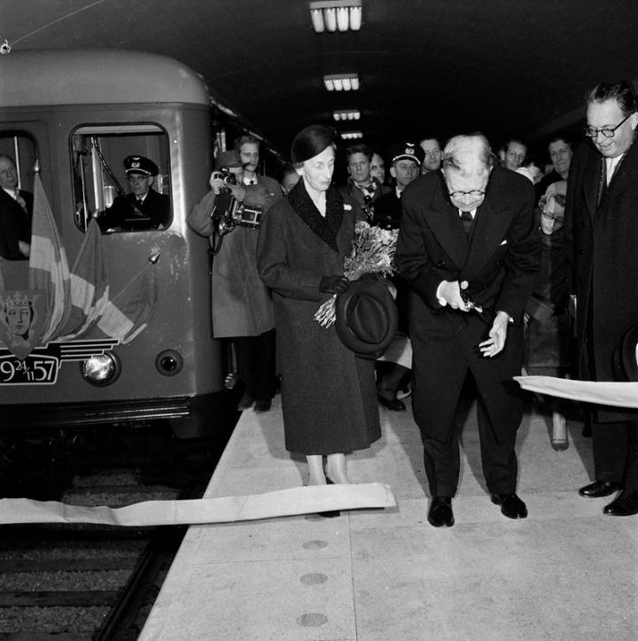 Tunnelbanestation Centralen. Kung Gustaf VI Adolf inviger samman