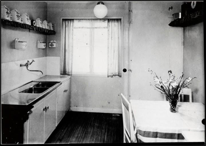 Köksinteriör från hus i kvarteret Enskede Gård 17 i Enskede