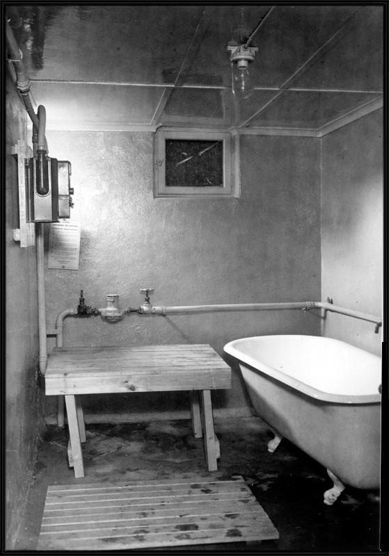 Inredning i tvättstuga kombinerad med badrum i hus i Enskede sm