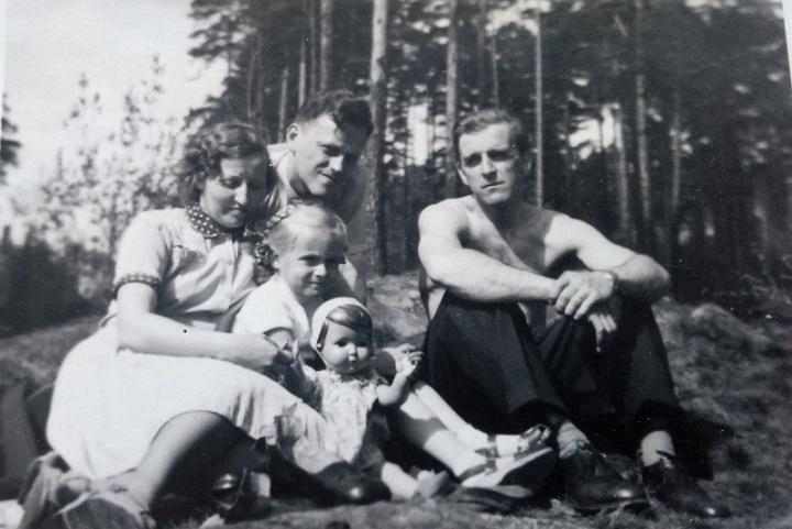 Lena-Ella-skogen1953